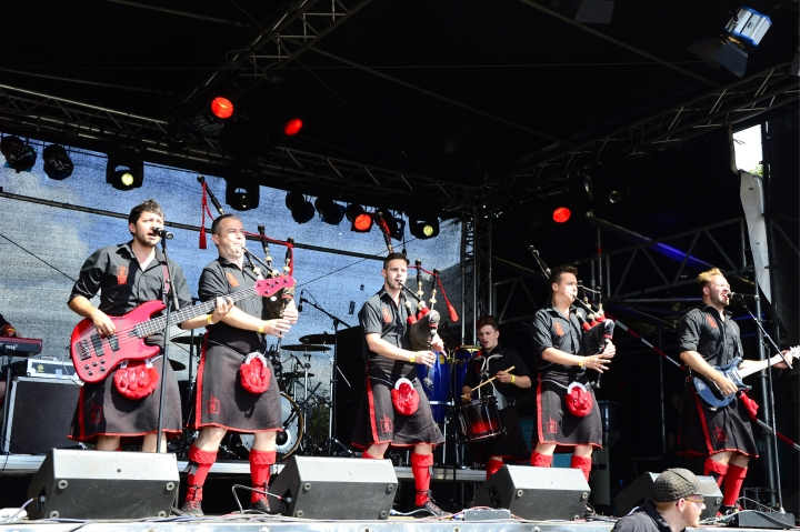 Red_Hot_Chilli_Pipers_–_Wacken_Open_Air_2014_01.jpg