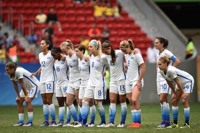 Estados_Unidos_x_Suécia_-_Futebol_feminino_-_Olimpíada_Rio_2016_(28862557141).jpg