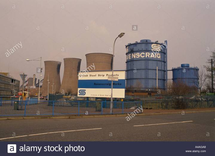 motherwell-scotland-ravenscraig-steel-works-the-towns-main-employer-A4AGA8.jpg